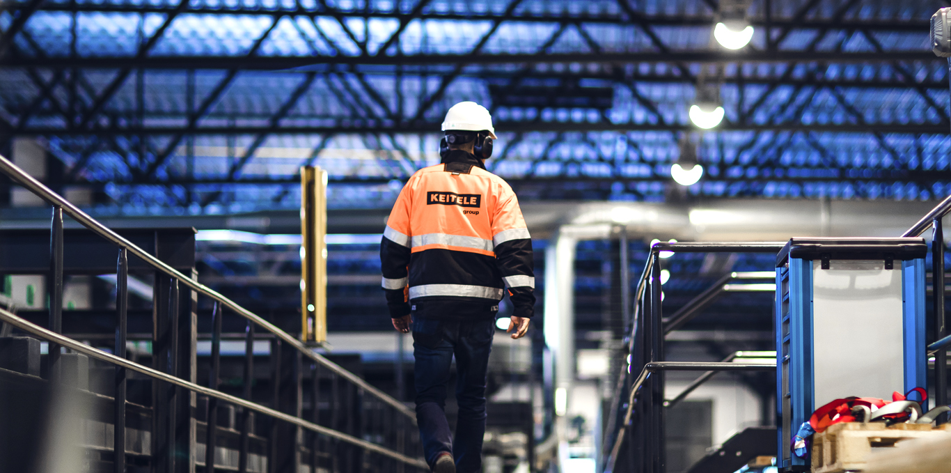 Työntekijä tehtaalla